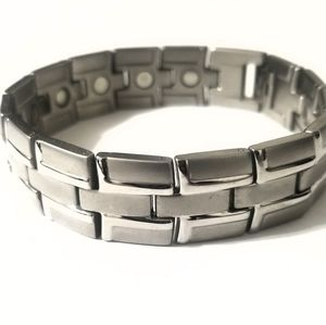 New stainless steel magnetic bracelet 8.5 inches